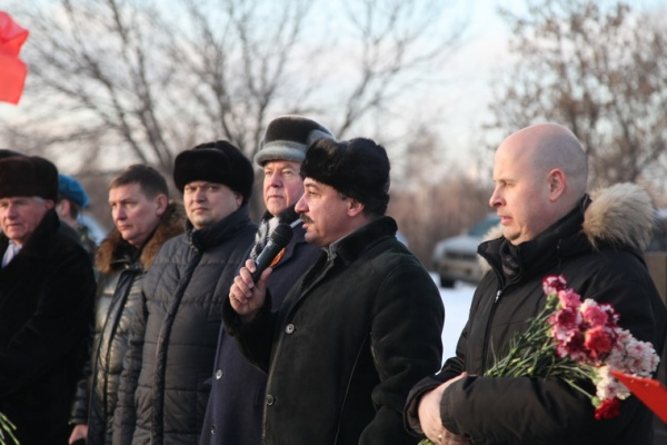 Открытие памятника Защитникам Отечества 2014 год-1