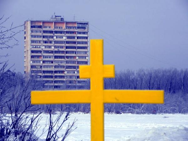 Вид на шестнадцатиэтажку со Святого озера.