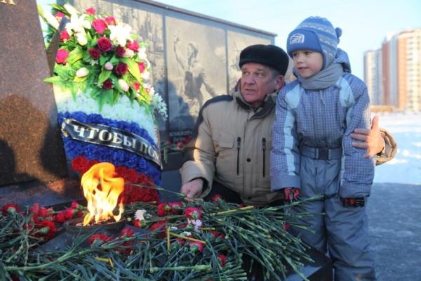 Открытие памятника Защитникам Отечества 2014 год-16
