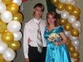 Мы с Олегом на свадьбе! Я поймала букет невесты, а он подвязку, которую кидал жених!!!)))