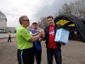 Анатолий Васильевич вручает Никите ценный приз