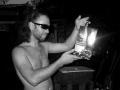 Джони Дэп с пакетом дорогого вина