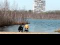 День одинокого папаши на Святом озере в Косино. Апрель 2013-го.