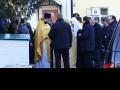 Патриарх Кирилл у входа в Успенский храм. 10 марта 2013 года.