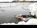 Косинские моржи поддержали Олимпийскую эстафету на Белом озере