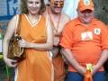 Довольные голландские апельсины перед матчем